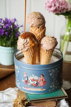 Rezept bestes Nutella Eis ohne Eismaschine mit Sesamkrokant Foodblog Nutella ice cream candied sesame food styling ice cream