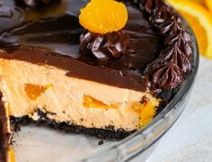 (This is my favorite pie)! This easy no bake dessert starts with an Oreo cookie crust filled with a fluffy orange cream filling and is topped with a rich chocolate ganache! Chocolate Sweets, Homemade Chocolate, Chocolate Ganache, Chocolate Orange Cheesecake, Chocolate Cream, Pie Recipes, Dessert Recipes, Recipes Dinner, Easy Recipes