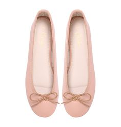 Macadamia Marchas are created with a ballerina pink artificial leather upper, Marcha printed lining and a nude polyurethane insole. These ballerinas are the perfect addition to your closet if you want the real ballerina look. Ballerina Flats, Ballet Flats, Salmon Pink Color, Ballet Pictures, Pretty Ballerinas, Pointe Shoes, Fashion Flats, Cute Woman, Footwear