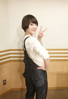 Kana Hanazawa, Cute Japanese, Girl Short Hair, Voice Actor, The Voice, Short Hair Styles, Kawaii, Asian, Actresses