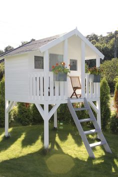 Paint your house, inspiration for outdoor paint. Backyard Playground, Backyard For Kids, Cubby Houses, Play Houses, Backyard Playhouse, Kids Playhouse Plans, Backyard Fort, Tree House Plans, Outdoor Play Spaces