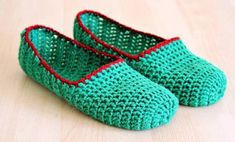 10 Cozy Crochet Slippers (From Easy to Advanced!)