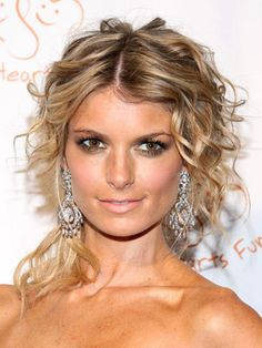 Hair:  awesome textured updo         Marisa Miller Hairstyles | November 17, 2008 | DailyMakeover.com