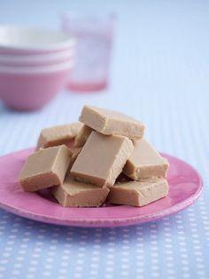 Marshmallow Fluff Fudge:  300mlCondensed Milk 1 jar marshmallow fluff 350gcaster sugar 100gunsalted butter ¼ tspsalt