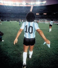 Maradona Retro Pics on Neymar Football, Football Icon, Retro Football, Sport Football, Steven Gerrard, Premier League, History Of Soccer, Fifa, Mexico 86