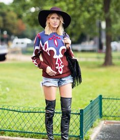 Famous Star Style-Dallas sweater Love it? Please share with me at shania@stylesok.com