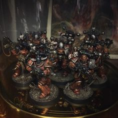 Red Corsairs are eagerly waiting for reinforcements under the glass dome Warhammer Games, Warhammer 40k Figures, Warhammer Art, Warhammer Models, Warhammer 40k Miniatures, Warhammer 40000, Chaos Legion, Chaos 40k, 40k Armies