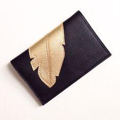 """Porte-cartes en cuir NOIR pour femme orné d'un motif plume or cousu doublure coton """"origami"""" : Etuis, mini sacs par lucky-rosetta"""