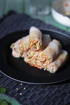 Voici ma recette de rouleaux de printemps farcis de saumon et d'une salade de chou épicée au basilic thaï.