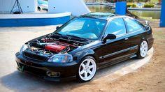 Este belo Honda Civic coupe com motor B16 pode ser seu próximo carro, que tal?