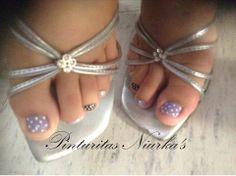 De quién serán esos lindos pies!! .... <3