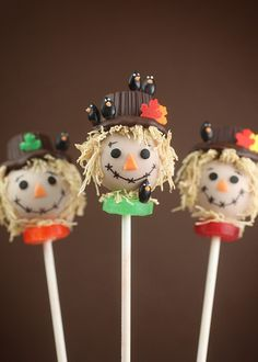 Scarecrow Cake Pops - Recipe and Tutorial - Such a great idea to make the scarecrow's hair from shredded wheat!  #Thanksgiving / Bakerella