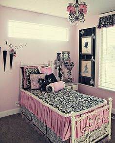 oooh I like this! Em's room is already black white and pink.. supah cute!