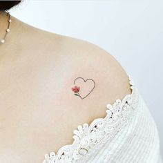 Feminine tattoos so that you can resolve your - Tattoos for Couples,Tattoos for Women Tiny Tattoos For Girls, Small Heart Tattoos, Heart Tattoo Designs, Tattoos For Daughters, Tattoos For Women, Heart With Flowers Tattoo, Small Pretty Tattoos, Mini Tattoos, Bff Tattoos