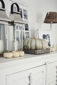 Mixing natures stunning designs with your own! Shabby Chic Fall, Autumn Decorating, Decorating Tips, Deco Nature, Lanterns Decor, White Pumpkins, Deco Table, Autumn Home, Autumn Inspiration