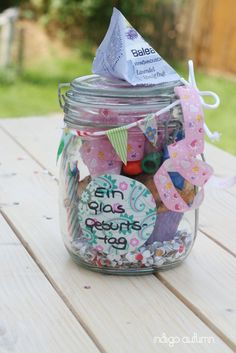 Ninchen: # 569 A glass of birthday {DIY} - Cadeau ideeën Ninchen: # 569 A glass of birthday {DIY} Ninchen: # 569 A glass of birthday {DIY} The post Ninchen: Diy Birthday Jar, Birthday Cake, Wallpaper World, Diy Cadeau, Cute Presents, Idee Diy, Jar Gifts, Birthday Balloons, Epcot