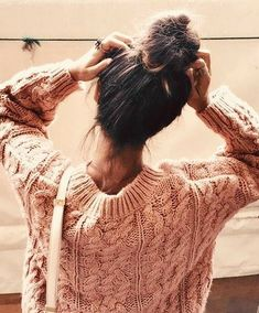Light Pink Sweater & messybun style by collagevintage Tmblr Girl, Ft Tumblr, Photo Instagram, Instagram Profile Picture Ideas, Mode Outfits, Belle Photo, Photography Poses, Hairstyle, Illustration