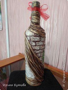 Decorative Bottles : Imagem relacionada -Read More – Glass Bottle Crafts, Wine Bottle Art, Painted Wine Bottles, Diy Bottle, Vintage Bottles, Bottles And Jars, Glass Bottles, Wine Glass, Jar Art
