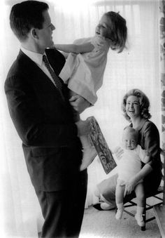 Ted and Joan Kennedy with Kara and Teddy Jr 1962 Les Kennedy, Jackie Kennedy, Ethel Kennedy, Familia Kennedy, Joan Bennett, John Junior, Famous Graves, Greatest Presidents