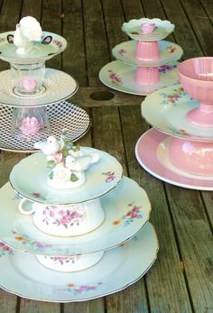 Ideas for DIY Cake Stand and Cupcake Etageren for your unique celebration - Decoration Solutions Vintage Crockery, Vintage Tea, Bolo Diy, Outdoor Tea Parties, Mini Cake Stand, Cake Stands Diy, Vintage Cake Stands, Teacup Crafts, Diy Cans
