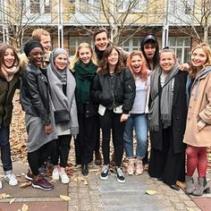 Norwegian actors skam along with French