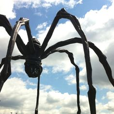 Louise Bourgeois spider in Seoul