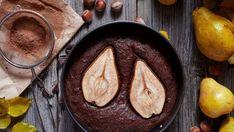 Ciasto z czekoladą i gruszkami z dodatkiem bitej śmietany lub kulką lodów waniliowych to istna uczta dla podniebienia! Zobacz nasz przepis!