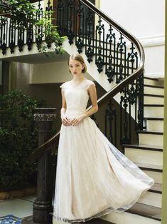 5018cd3fde7b0 いつの時代も高い人気を誇る、クラシックウエディング。重厚な空間に合うドレス