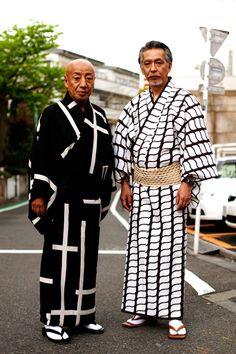 yukata adalah kimono nonformal yang dipakai pria dan wanita pada kesempatan santai di musim panas