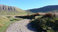 Ben Bulben dans le comté de Sligo...   #sligo #ireland #irlande #alainntours #benbulben #mountains   © Esordel Les Suffragettes, Prison, Les Cascades, Country Roads, Walled Garden, Ireland