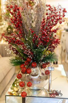 Christmas Vases, Christmas Flower Arrangements, Silver Christmas Decorations, Classy Christmas, Christmas Tree Themes, Christmas Centerpieces, Christmas Tree Toppers, Christmas Home, Christmas Inspiration