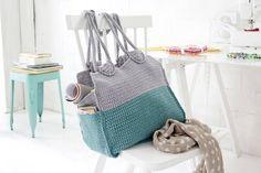 Diese luxuriöse Handtasche mit einem großen Innenraum sowie kleinen Seitentaschen ist dein Begleiter zum Shopping-Trip oder zum Ausflug an den Strand.