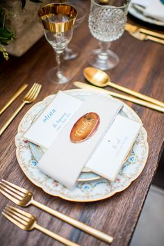 Love the place cards!