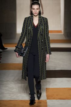 Victoria Beckham Fall 2016 Ready-to-Wear Fashion Show    http://www.theclosetfeminist.ca/  http://www.vogue.com/fashion-shows/fall-2016-ready-to-wear/victoria-beckham/slideshow/collection#26