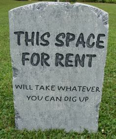 Halloween 'This Space For Rent' tombstone prop decoration 24 - halloween manualidades Halloween Prop, Halloween Tombstones, Halloween Graveyard, Halloween Outside, Halloween Yard Decorations, Outdoor Halloween, Halloween Party Decor, Halloween 2017, Holidays Halloween