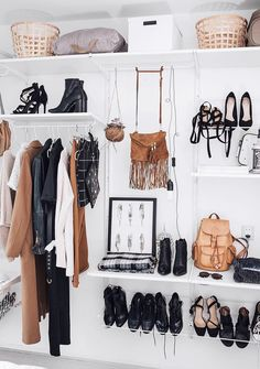 How to create a capsule wardrobe, minimalist wardrobe, closet inspiration, closet organization Diy Closets, Dream Closets, Closet Bedroom, Closet Space, Uni Bedroom, Student Bedroom, Extra Bedroom, Master Closet, Walk In Wardrobe