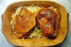 Údené koleno v rímskom hrnci (fotorecept) Pork, Turkey, Chicken, Meat, Kale Stir Fry, Turkey Country, Pork Chops, Cubs