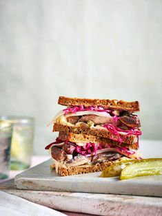 Veggie Reuben Sandwich Best Sandwich Recipes, Meat Sandwich, Reuben Sandwich, Deli Sandwiches, Pickled Red Cabbage, Low Sugar, Tray Bakes, Quick Easy Meals, Pasta Dishes