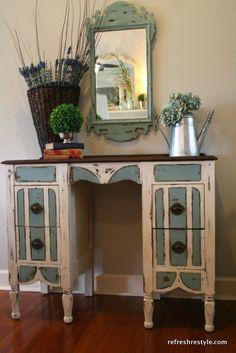Vanity/Desk Makeover - #diy #paintedfurniture Refresh Restyle