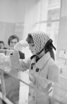 Audrey Hepburn photographed by Marcello Geppetti during her shopping at a grocery in Rome (Italy), in November 1961.