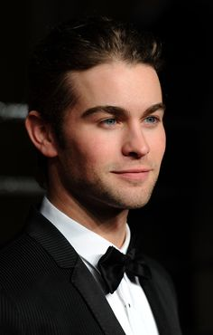 Chace Crawford Photos - Actor Chace Crawford arrives at the Vanity Fair Oscar party hosted by Graydon Carter held at Sunset Tower on February 2011 in West Hollywood, California. - 2011 Vanity Fair Oscar Party Hosted By Graydon Carter - Arrivals Nate Archibald, Nate Gossip Girl, Gossip Girls, Beautiful Boys, Pretty Boys, Chance Crawford, Graydon Carter, Gossip Girl Fashion, Chuck Bass