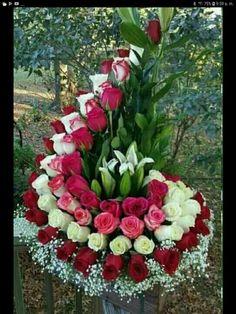 1 million+ Stunning Free Images to Use Anywhere Funeral Floral Arrangements, Large Flower Arrangements, Flower Centerpieces, Luxury Flowers, Unique Flowers, Beautiful Flowers, Fresh Flowers, Flower Garland Wedding, Flower Garlands
