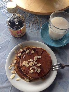 Vegan pancakes e latte di mandorle bio