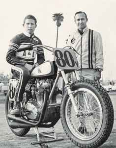 Kenny Roberts #80y with sponsor Jim Doyle on a Yamaha 650 in 1971