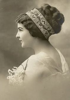 Vintage Rose Album: Fryzura