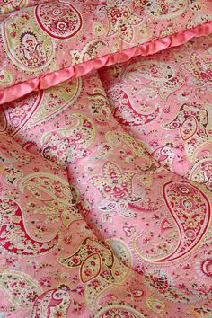 Vintage Home - Classic Paisley and Pink Double Eiderdown.