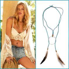 Collar Boho chic de plumas hecho a mano y de diseño exclusivo en la Tienda Online de Shivadara.