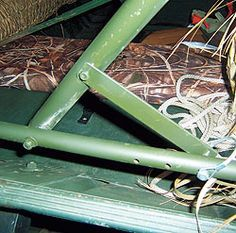 An article from Gun Dog Magazine that shows how to build your own grass boat blind. Duck Hunting Blinds, Duck Hunting Boat, Duck Blind Plans, Duck Boat Blind, Boat Blinds, Boating Holidays, Waterfowl Hunting, Wooden Boat Plans, Diy Boat