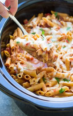 This Slow Cooker Baked Ziti Is Made With Ground Turkey ; dieser slow cooker baked ziti wird mit gemahlenem truthahn hergestellt This Slow Cooker Baked Ziti Is Made With Ground Turkey ; Slow Cooker Baked Ziti, Slow Cooker Pasta, Healthy Slow Cooker, Healthy Crockpot Recipes, Slow Cooker Recipes, Cooking Recipes, Crockpot Meals, Crockpot Ground Turkey Recipes, Healthy Meals