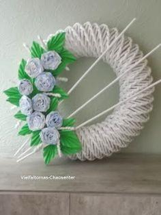 Vielfalt-Oma erzählt: Dekorativer Kranz aus Zeitungspapier Crafts To Do, Diy Crafts, Newspaper Basket, Mandala Art, Diy Flowers, Door Wreaths, Quilling, Wedding Decorations, Easter